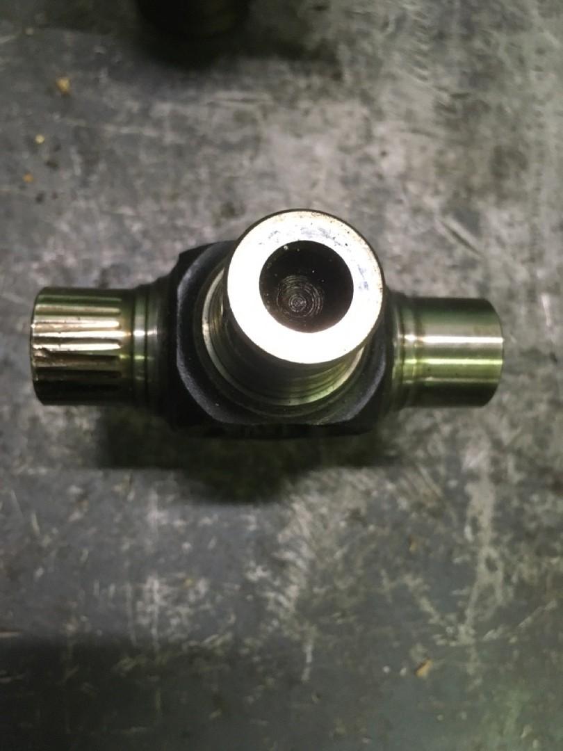 Ремонт привода частично погружающегося винта катера