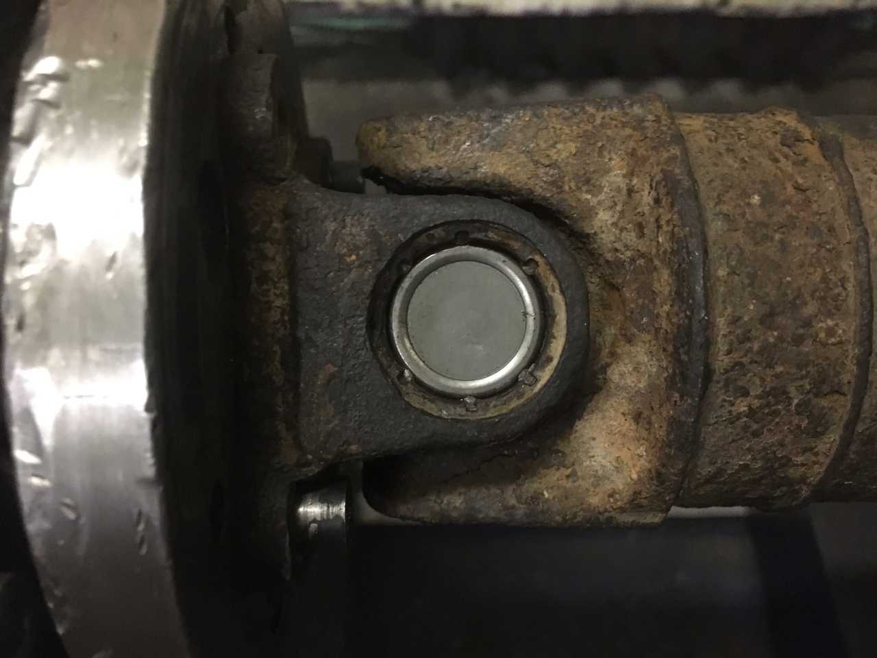 Замена крестовин 3-х опорного карданного вала Nissan X-Trail
