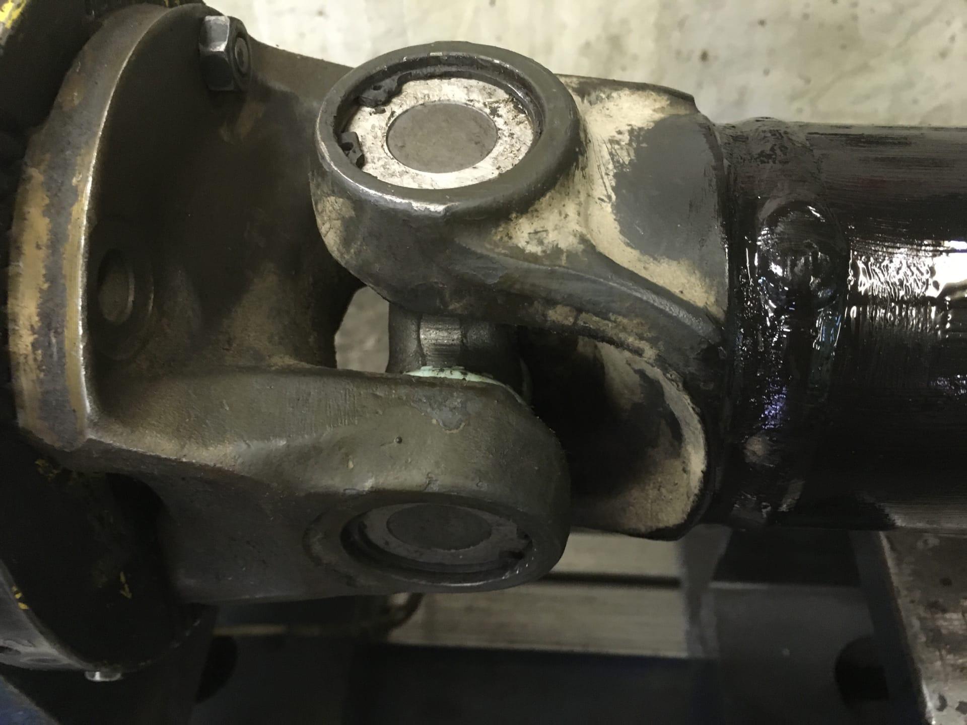 Ремонт 3-х опорного карданного вала погрузчика Volvo